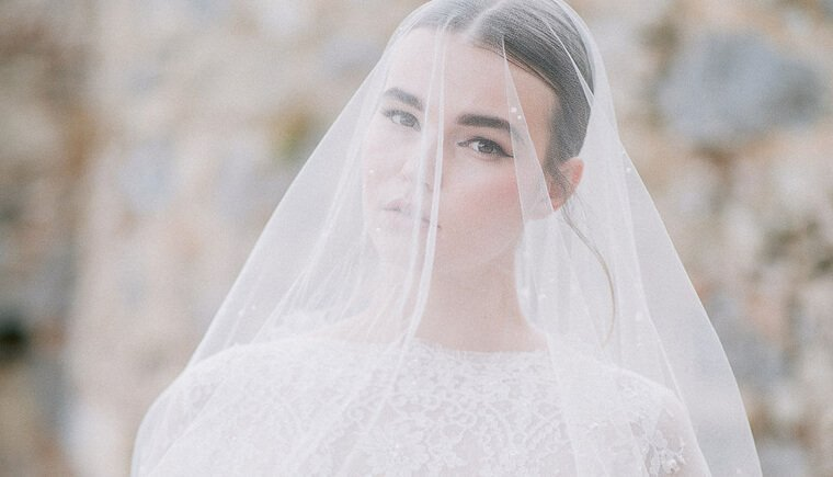 Graceful bridal inspiration in Greece
